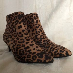 Shoes - 🐆 Leopard Print Kitten Heel Bootie 8M